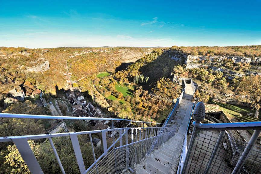 Вид с крепостной стены Рокамадура - Rocamadour (Рокамадур), Миди-Пиренеи, Франция - путеводитель по Рокамадуру: что посмотреть в Рокамадуре, достопримечательности. Как добраться в Рокамадур