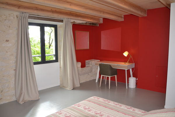 Chambre rouge lit 160