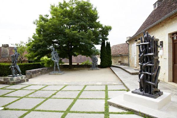 Parvis du Musée Zadkine - Nelly Blaya - Conseil Général du Lot