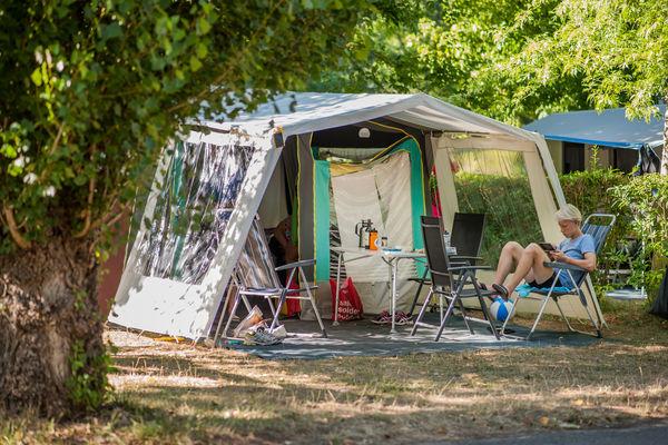 Camping rivi re de cabessut lot tourisme pr parez vos for Camping cahors piscine