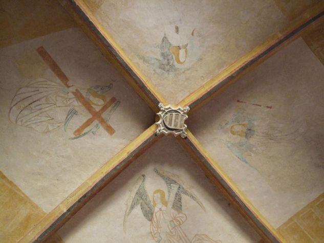 Peintures-murales-voute-et-ecusson--chapelle-N--eglise-Saint-Vincent-de-Xainthes--Belhade--3-.jpg