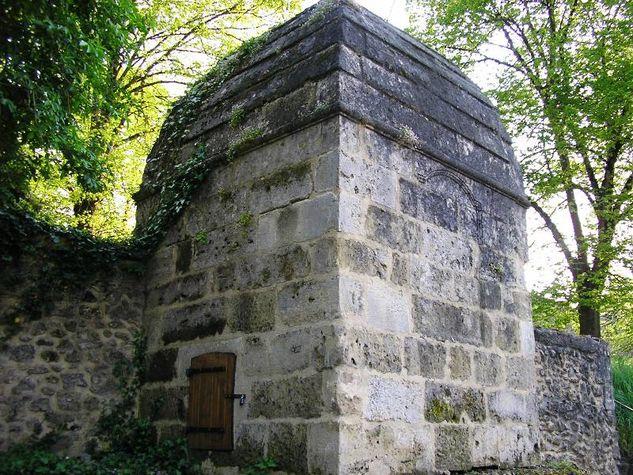 Bazas---Fontaine-des-Capucins--5-.JPG