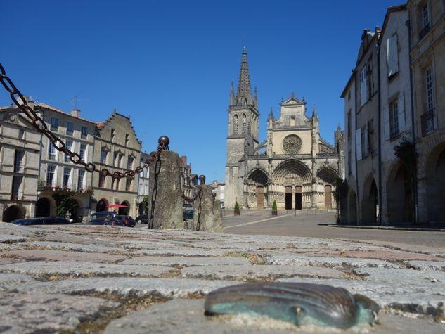 Place-de-la-cathedrale---Bazas---ph.-Elodie-F--3-.JPG