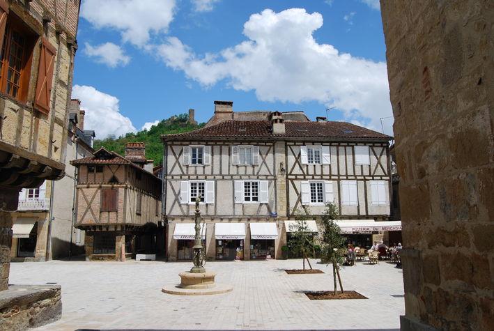 la place médiévale.jpg