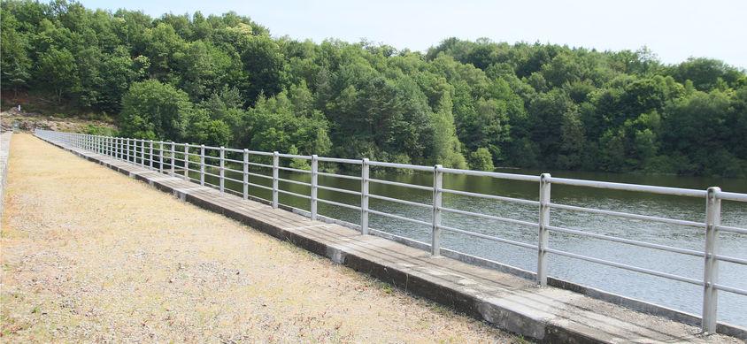 Lac de vergnes.Comiac.barrage EDF.jpg