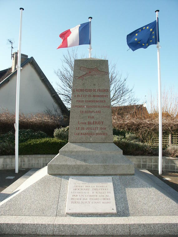 monument Louis Blériot Photo Ville de sangatte bleriot plage.jpg