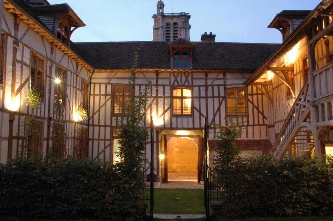 France. Troyes. Hôtel. LA MAISON DE RHODES 4.jpg