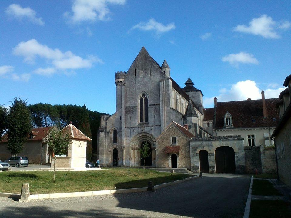 Abbaye Fontgombault_2.jpg