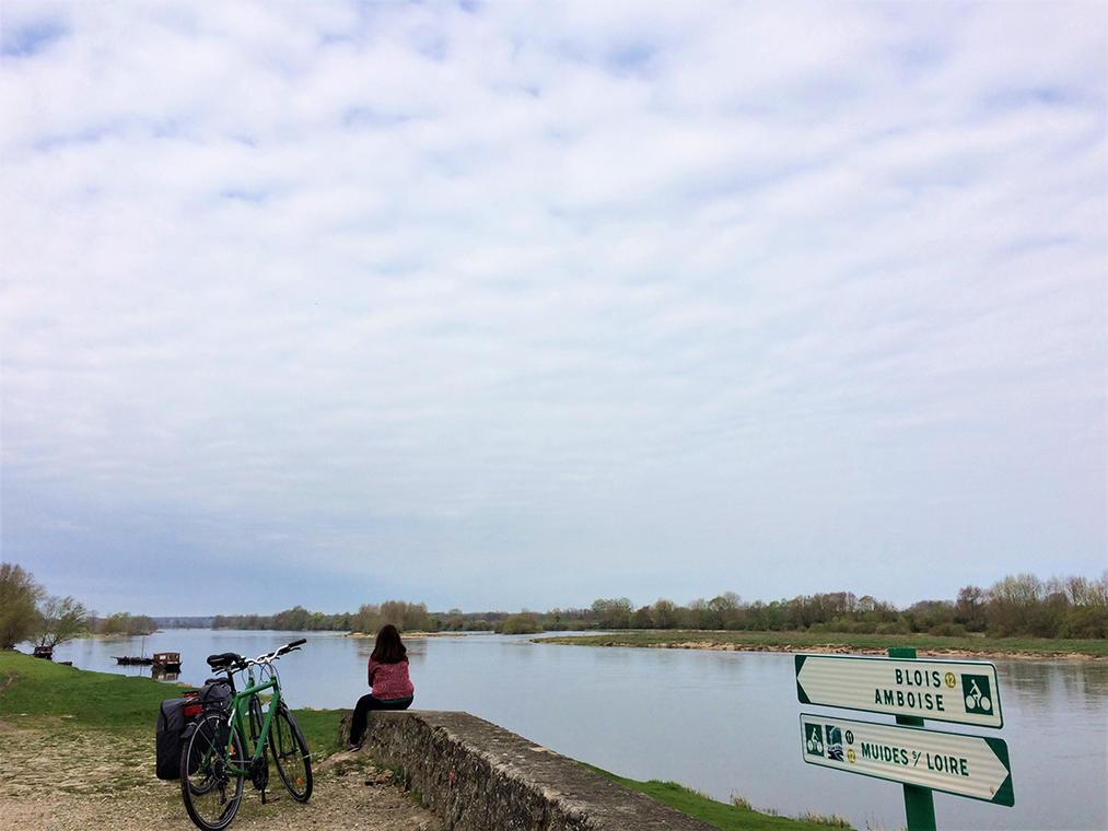 vélo-bord de la Loire_cheverny voyages.jpg
