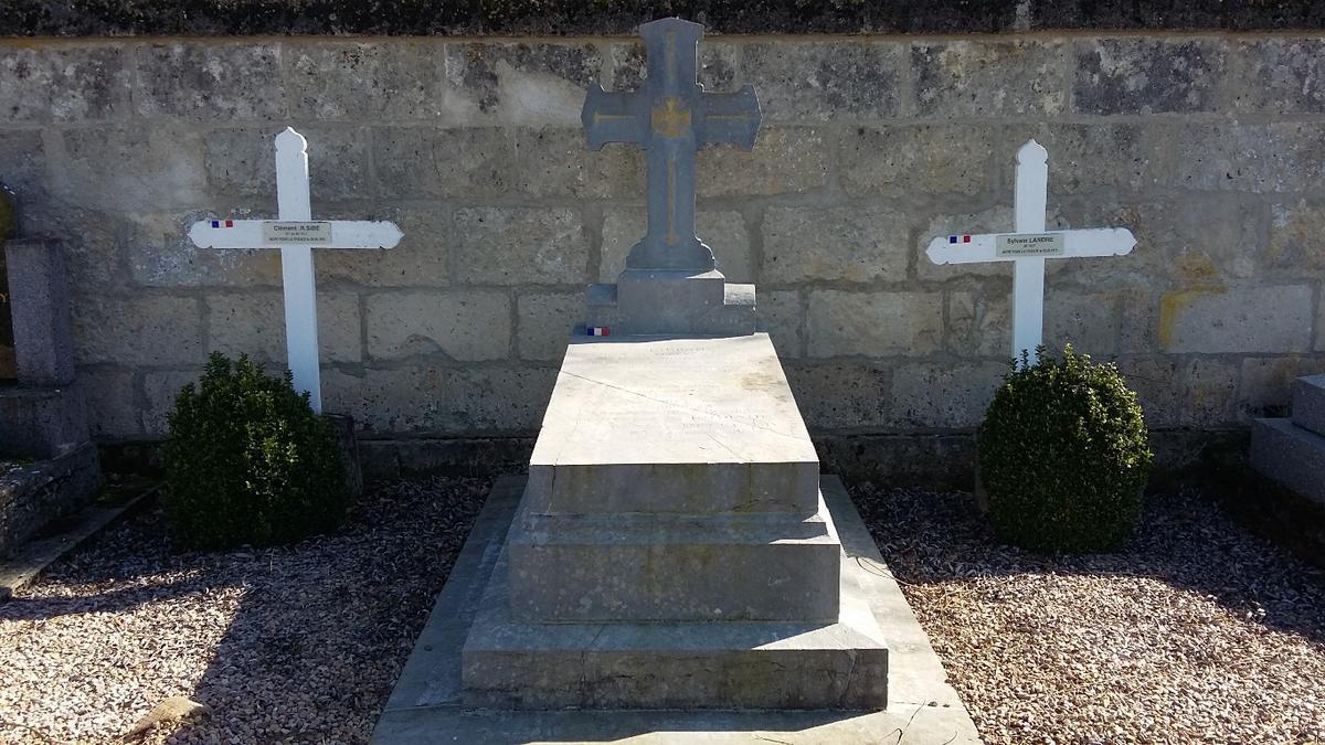 Tombe du Lieutenant de Gironde - cimetiere de Vivieres Aisne ©OT Villers-Cotterets (4)