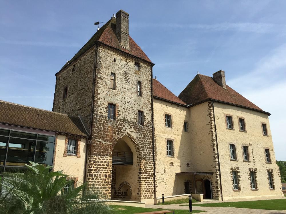 Chateau-de-Senonches-cote-cour-2