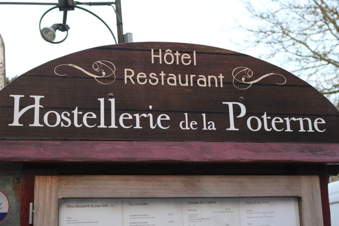 Moncontour - Hostellerie de la Poterne - panneau accueil