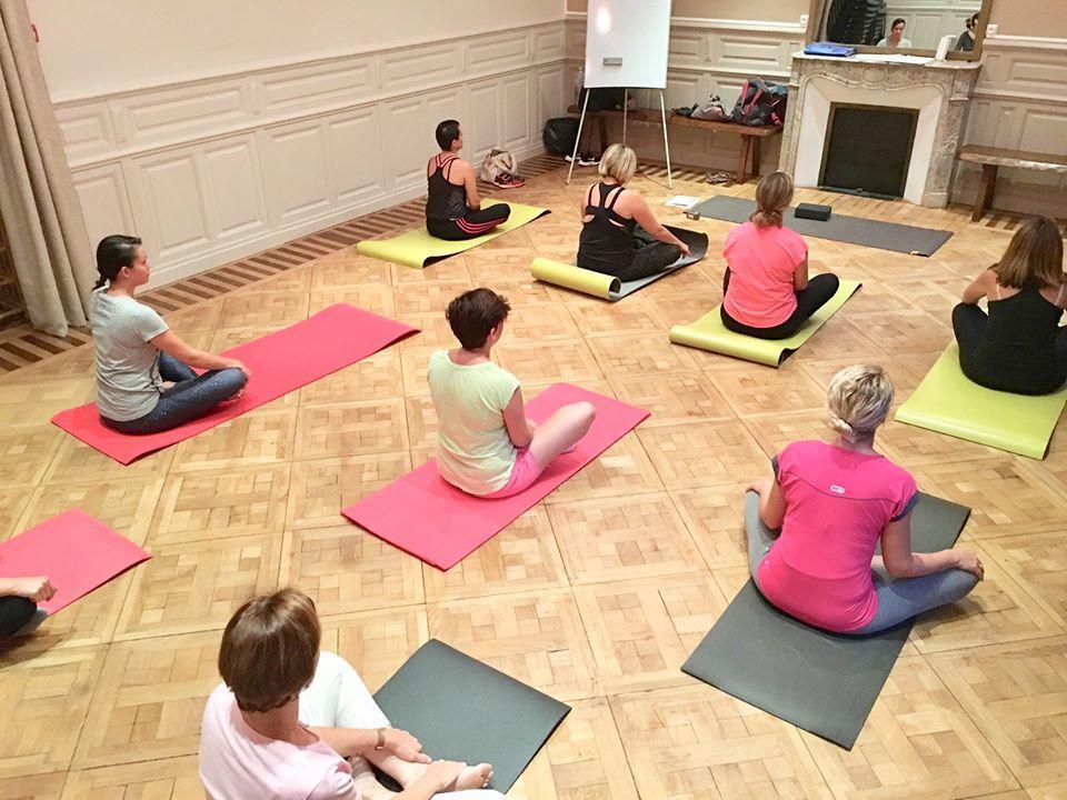 Séance de yoga d'été