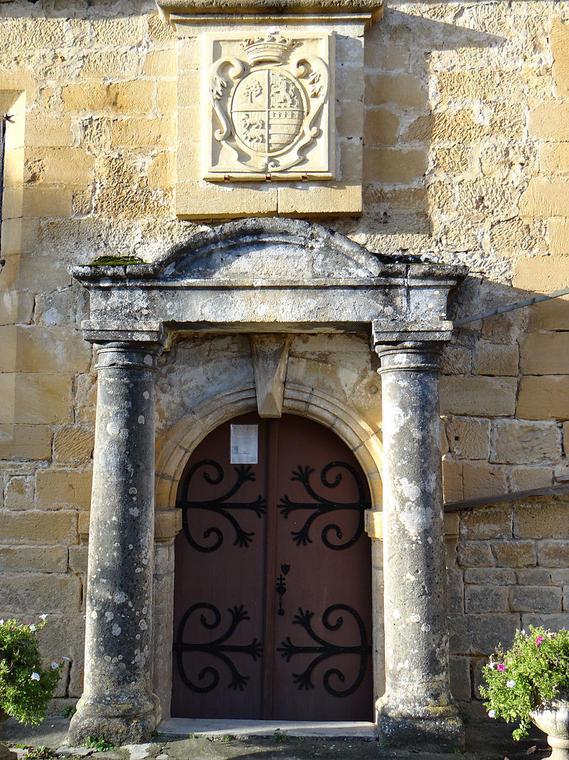 800px-Milhac_-_Église_Notre-Dame_-2