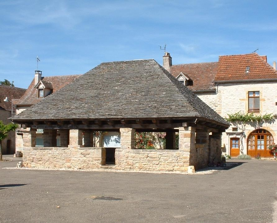 020-005-beauregard-act-vtt-01-balade-au-coeur-du-causse-de-limogne-13km-vignette-halle-beauregard