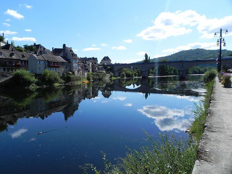 Argentat,_La_cité_d'Argentat_se_situe_aux_confins_de_trois_régions,_le_Limousin,_l'Auvergne_et_le_Quercy_-_panoramio_(2)