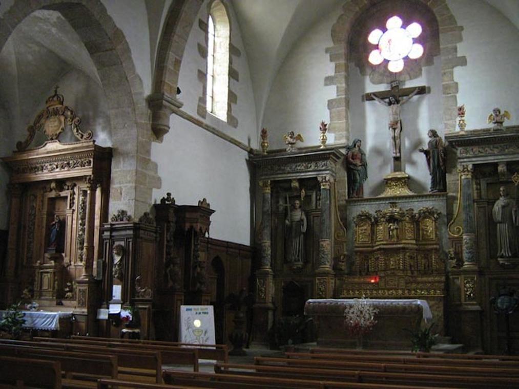 église paroissiale Saint-Eutrope Le retable latéral gauche et le retable du maître-autel