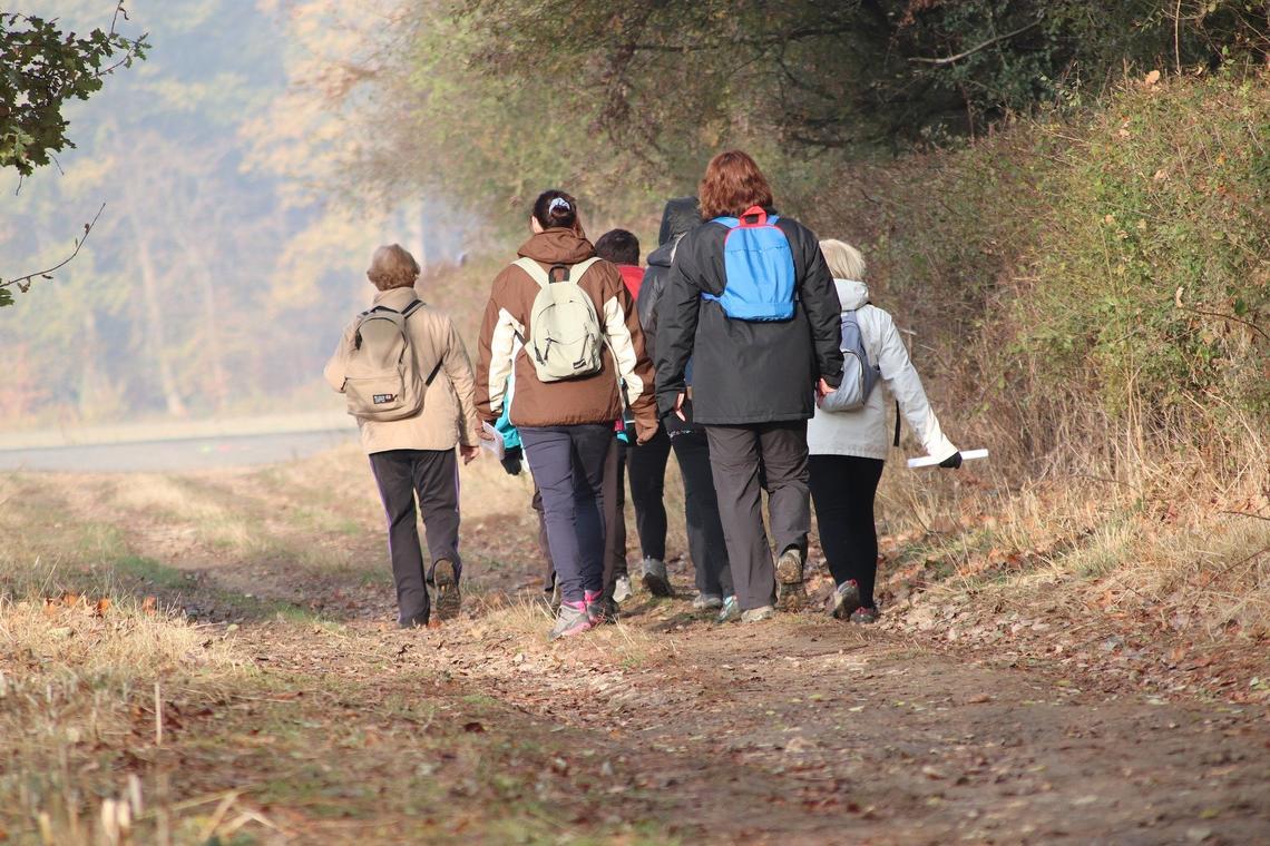 hikers-3929863-1920