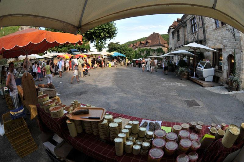 Marché de producteurs de pays à Saint-Cirq Lapopie