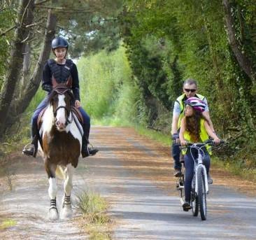 cheval-velo-voie-verte-kaolins-ploemeur-emmanuel-lemee-o8731vevb49lyfh2fksmbp2mz9r457lu30tb8t5bb8