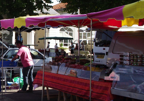 marché traditionnel St Julien en Born