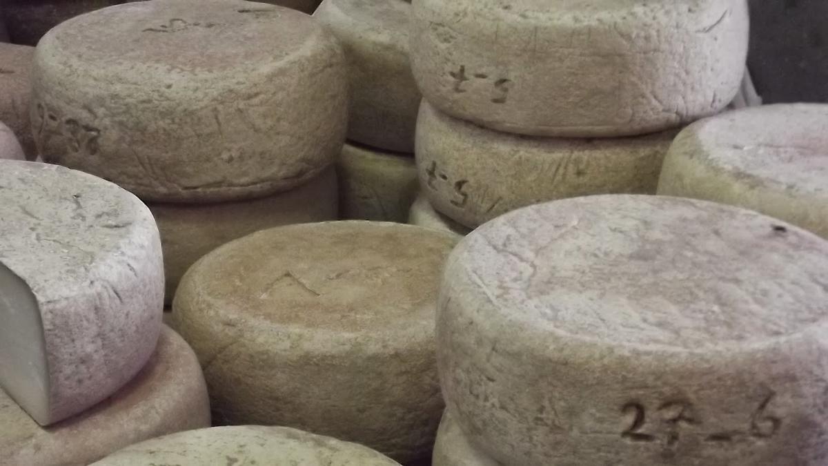 https://cdt64.media.tourinsoft.eu/upload/FoiFoire au fromage de Laruns 2013 (36)