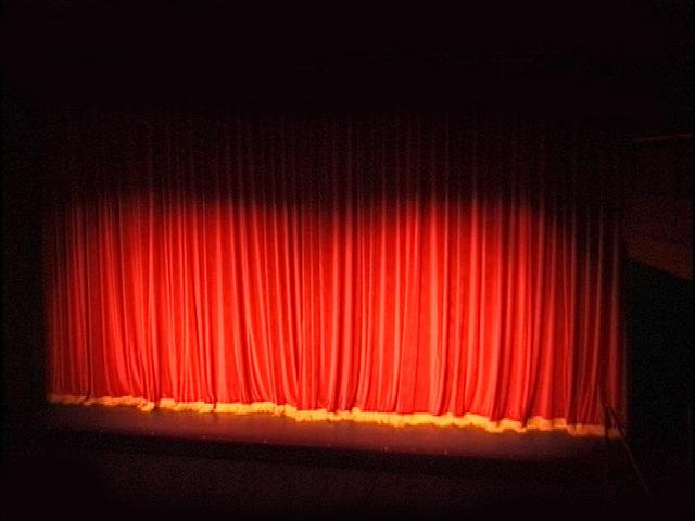 Théâtre_rideau_scène