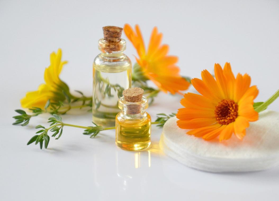 essential-oils-2738555-1920