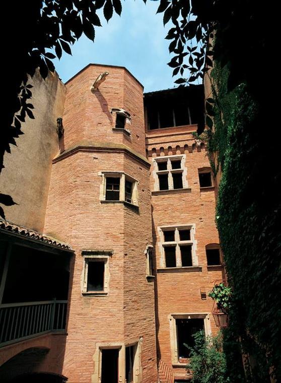 Hôtel au portail retors Montauban