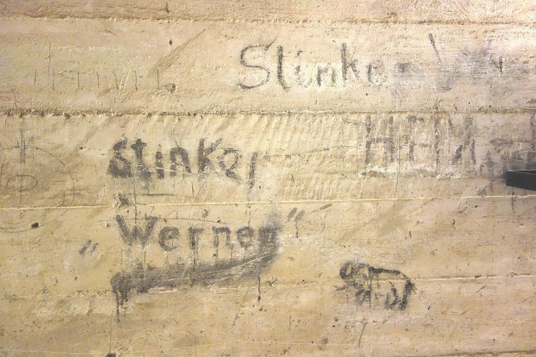 Graffitis base sous-marine