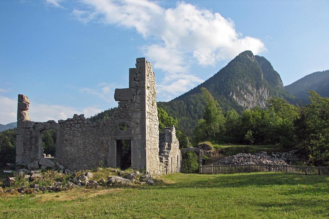 Ruines du château de Montbel - St Pierre d'Entremont