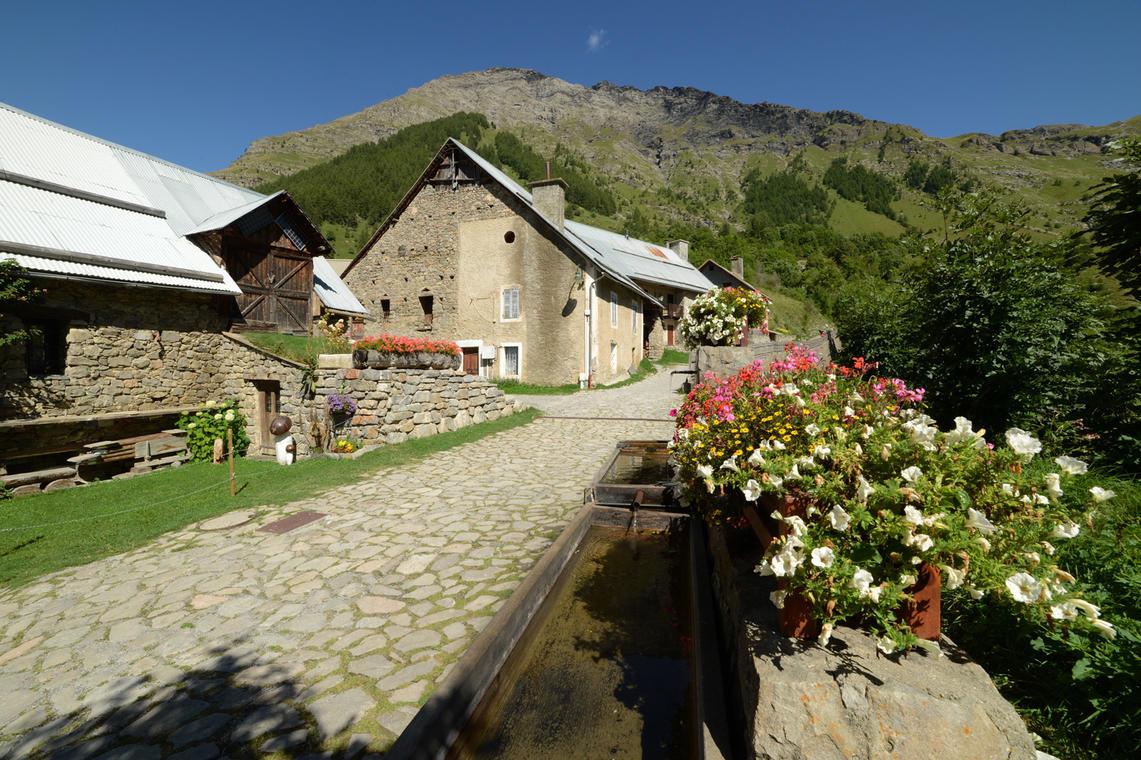 Le village de Prapic en été