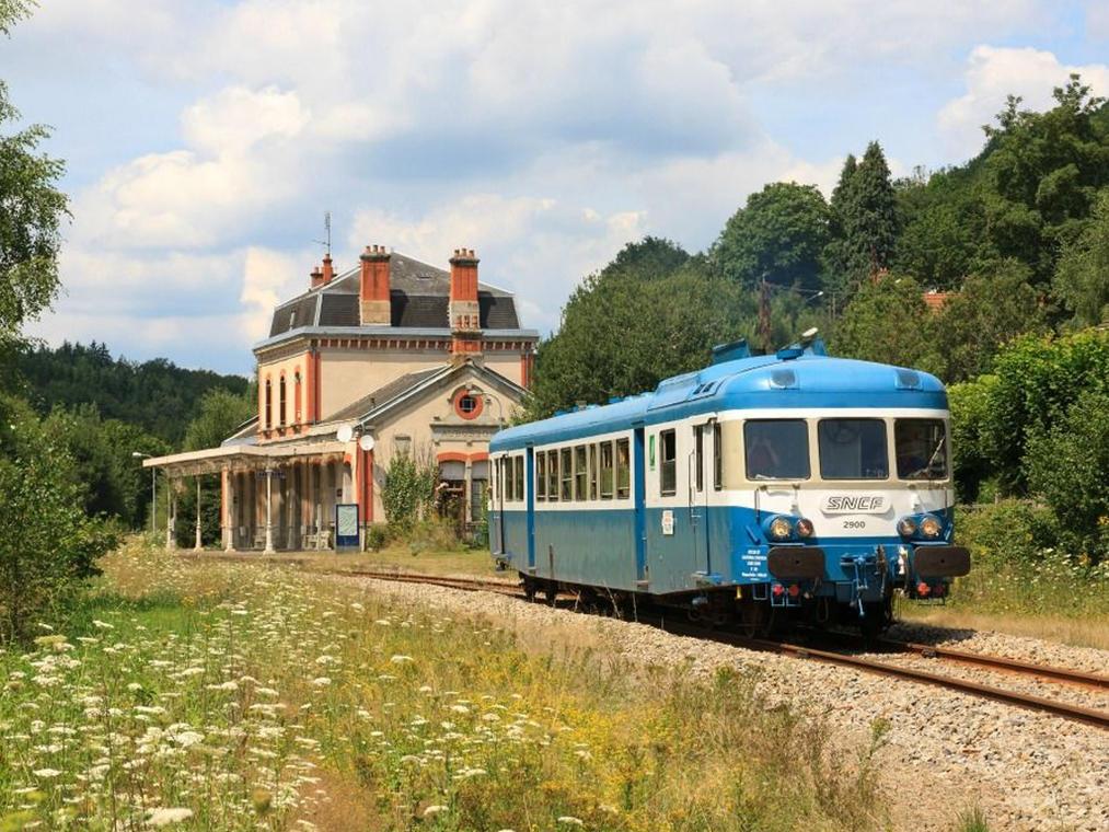 Train touristique : voyage à bord de l'autorail creusois