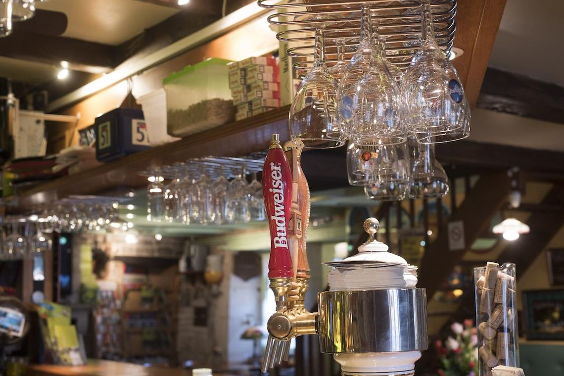 champagne 52 villiers sur suize auberge de  la fontaine bar 1.
