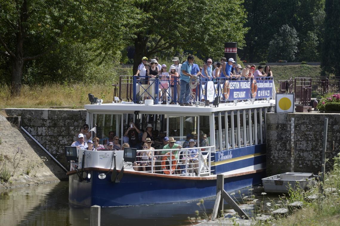 bateau-promenade-hirondelle-chenillé-changé-49-loi-photo2
