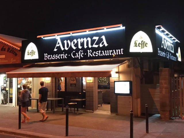 Avernza Café