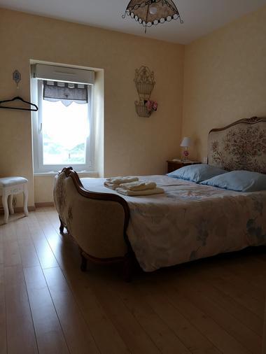 combrand-chambres-dhotes-les-mesanges-chambre-fleurs2.jpg