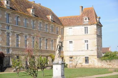 Bâtiments monastiques de la Maison-Dieu - Montmorillon ©Béatrice Guyonnet (2).JPG