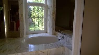 montravers-chambre-dhotes-lanneau-de-jeanne-chambre-orleans-salle de bain-vue.jpg