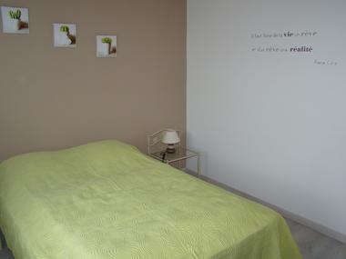 bressuire-la-chadronniere-gite2-chambre1.jpg