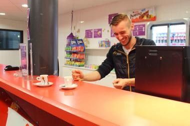 valigloo-cafet-serveur.jpg