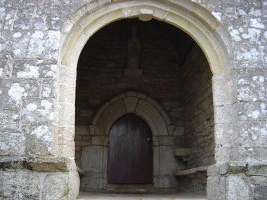 Porche de l'église.JPG