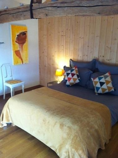 saint-aubin-de-baubigne-chambre-dhotes-roches-mousset-chambre.jpg