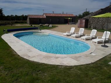 bressuire-la-chadronniere-piscine3.jpg