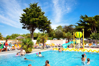 Camping-Les-Peupliers---piscine.jpg