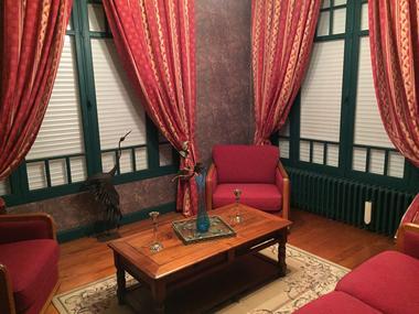 Magnolias Salon .JPG