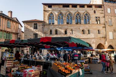 Marché, place de la Monnaie - Figeac © Lot Tourisme - G. Giuglio-2.jpg