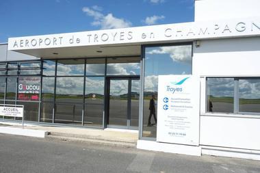 Aéroport Troyes en Champagne.JPG