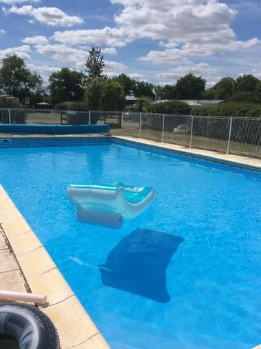 saint-maurice-etusson-camping-la-raudiere-piscine.jpg