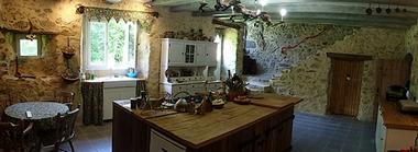 la foret sur sevre-la ferme fortifiee-cuisine1-sit.jpg